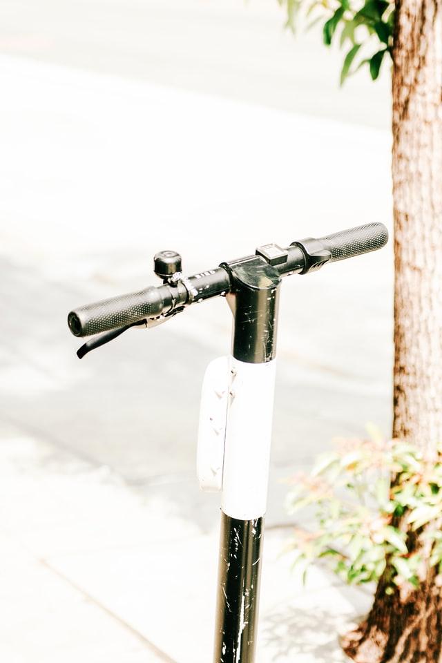 Čo je lepšie E-bike alebo elektrická kolobežka